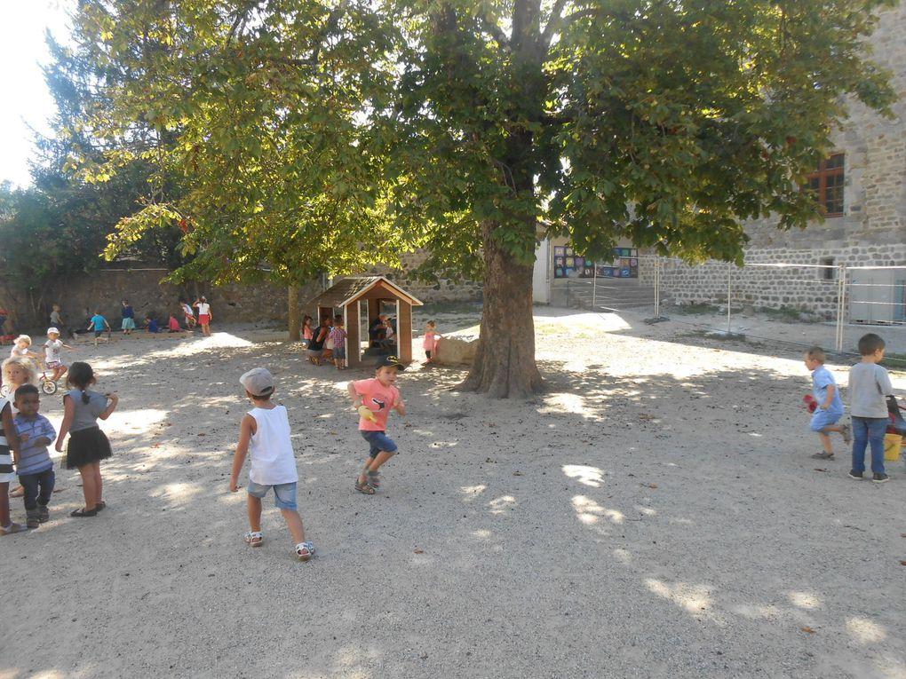 Jeudi matin: première récré de l'année scolaire 2016/2017, dans la cour de la maternelle