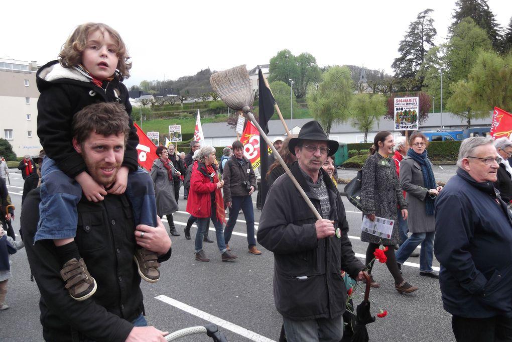 Plus de 200 personnes à Guéret pour le défilé du 1er mai 2013