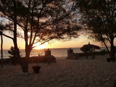 Depuis la petite terrasse privée de nos chambres nous avons tout loisir d'admirer le coucher de soleil...