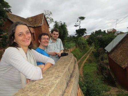 """Lors de notre attente des bagages d'Audrey et Thomas nous sommes déjà allés voir une des 12 collines sacrées : Ambohimanga ou la """"colline bleue"""", à 21 km de la capitale, qui a accueilli les rois et reines depuis le 17ème siècle."""