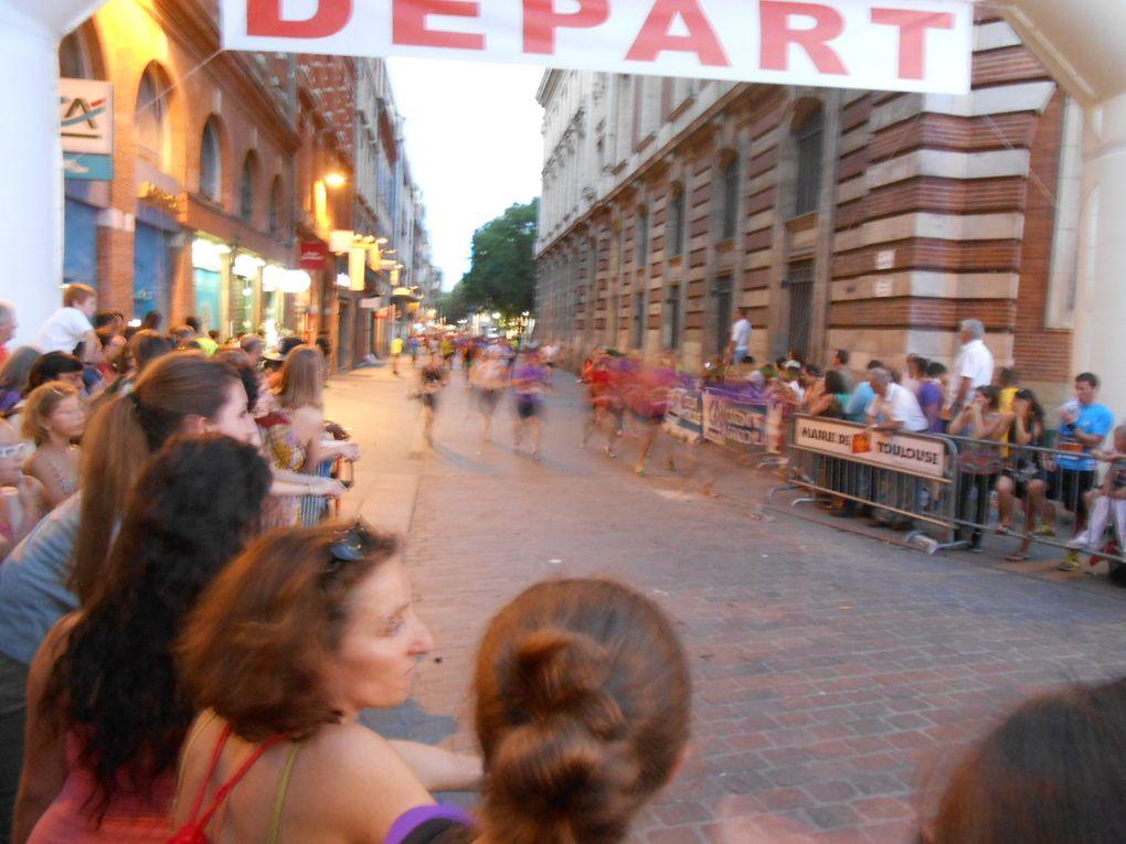 ils arrivent épuisés, la place du Capitole remplie de monde, rue Lafayette depuis la rue A.Lorraine derniers efforts