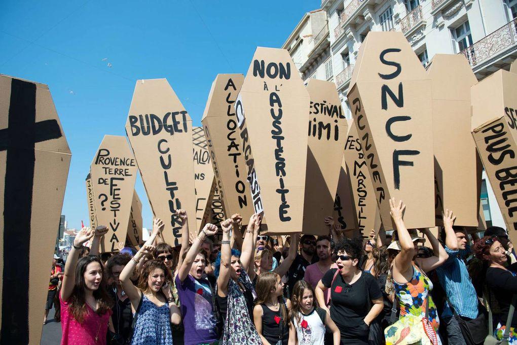 LA LUTTE, SEULE SOLUTION pour mettre un terme à la politique du gouvernement &quot&#x3B;socialiste&quot&#x3B; de Manuel Valls