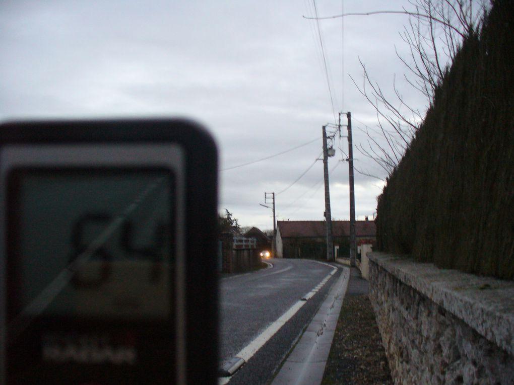 """Villetrun - rue de la Picotière - par temps de brouillard - des déplacements domicile travail avec """"un petit excès"""" de vitesse ?"""