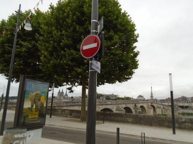 """Blois - rue de la Chaîne en """"zone de rencontre""""  - la ville de Blois a oublié le """"sauf cycliste"""" - Mais celà ne saurait tarder"""