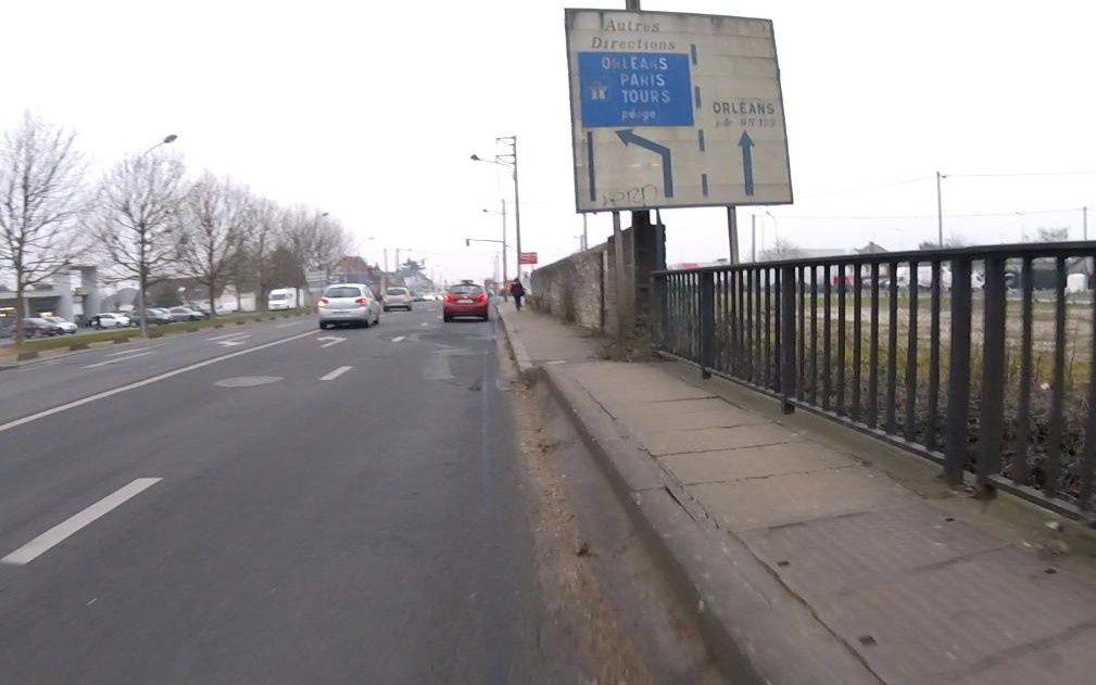 Blois - La Chaussée Saint Victor - Le pont au dessus de l'avenue des Déportés.