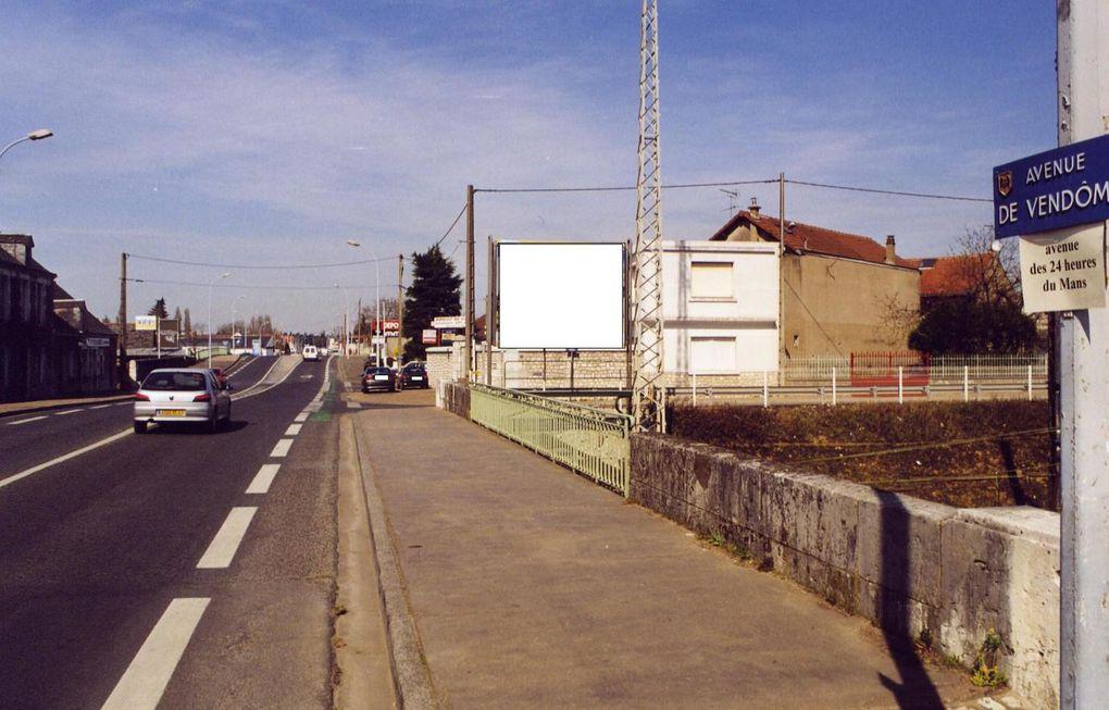 Poisson d'avril de l'an 2000: des rues repbatisées. Avenue Maunoury, avenue Magny-cour - Avenue de Verdun, la rue des bombes - Avenue de Vendôme, l'avenue des 24 heures du Mans.