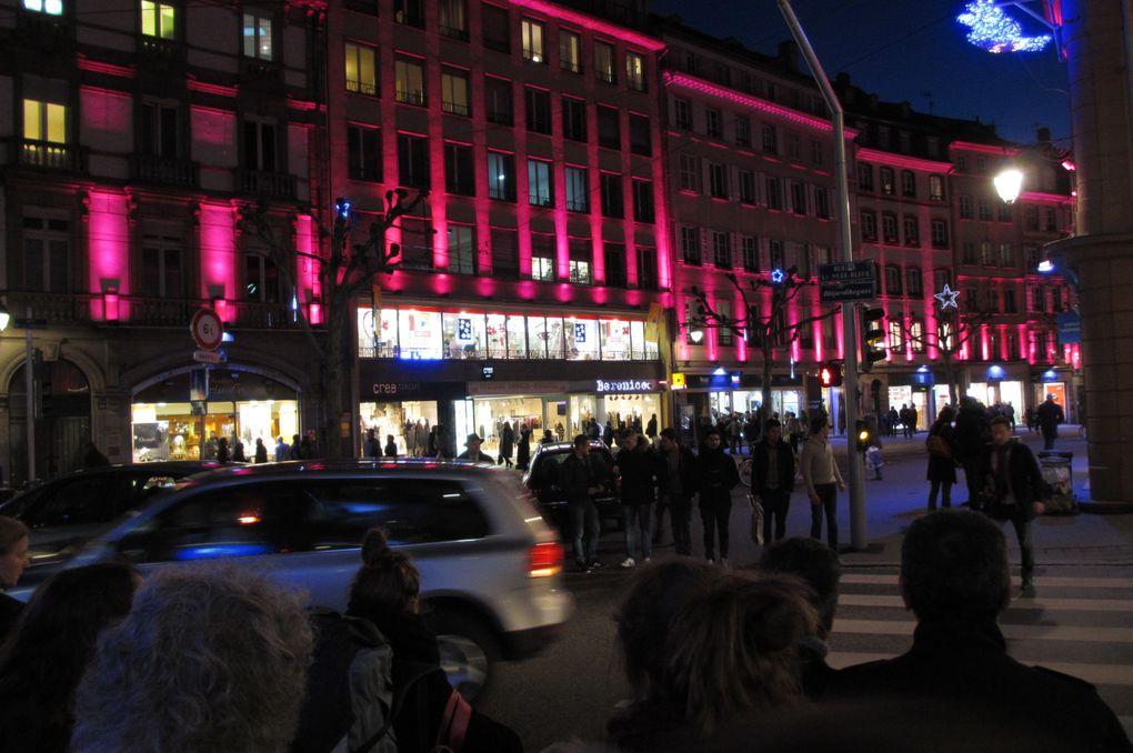 Strasbourg - rue de la Mésange - près du marché de Noël - où la place de la voiture a été limitée depuis bien longtemps