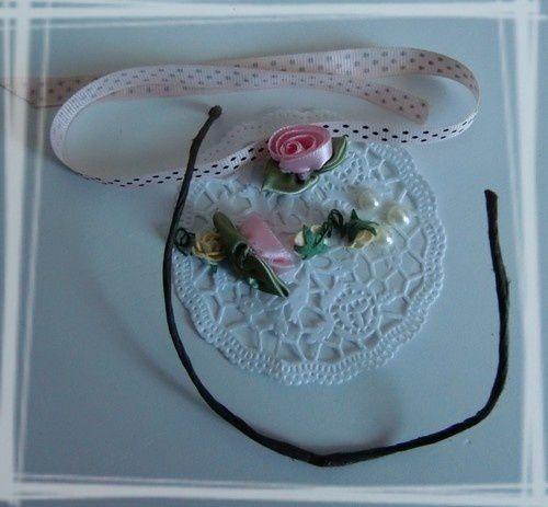 Ruban, napperon, fleurs, perles, cordon