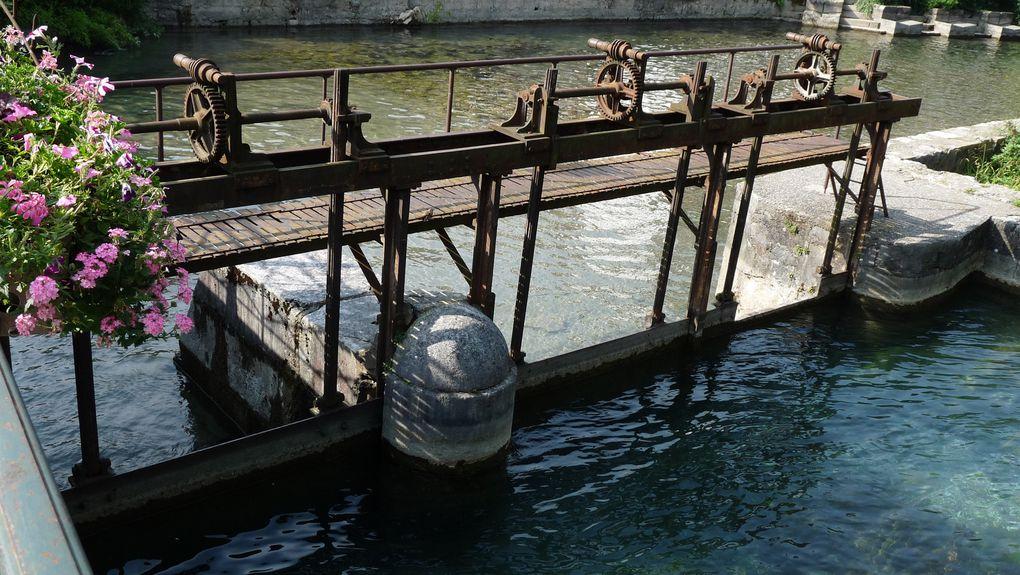 Ecluse sur le Canal du Thiou.