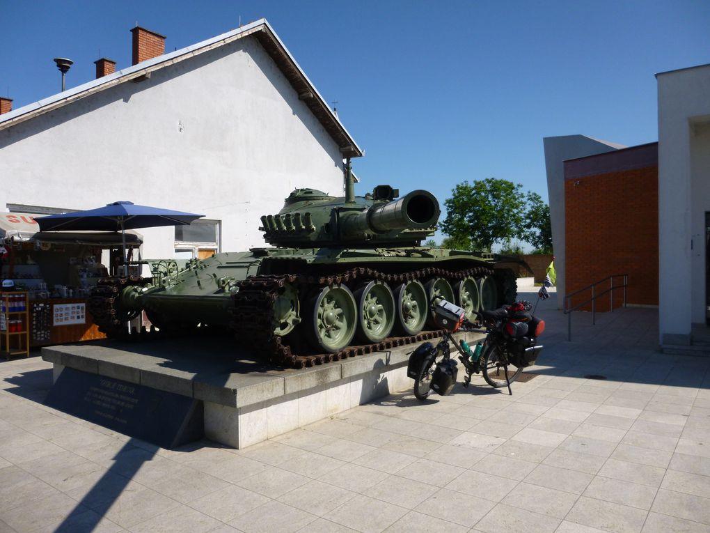 EV6 et son panneautage, cimetières et tombes à profusion à Vukovar, Musee souvenirs à Vukovar, vestiges de guerre des Balkans