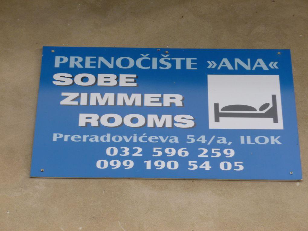 """grenier à grains croate, """"sur la route....sur la route"""" , Pension Sobe Ana"""" à Ilok, Mickaël et Vladimir à Ilok, à Ilok frontière serbo-croate, le bar """"Dani"""" à Vukovar, distributeur de lumignons à Vukovar"""