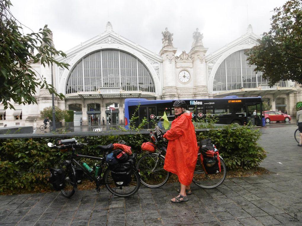 """les """"toues"""" ligériennes, Mairie de Tours, gare de Tours,"""
