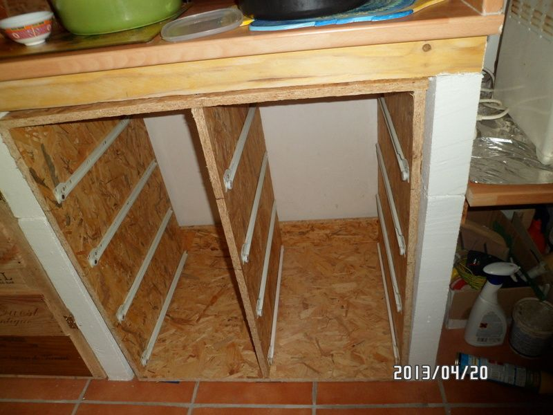 Les tiroirs du milieu coûtent un peu à cause des glissières, le confort a un prix :(