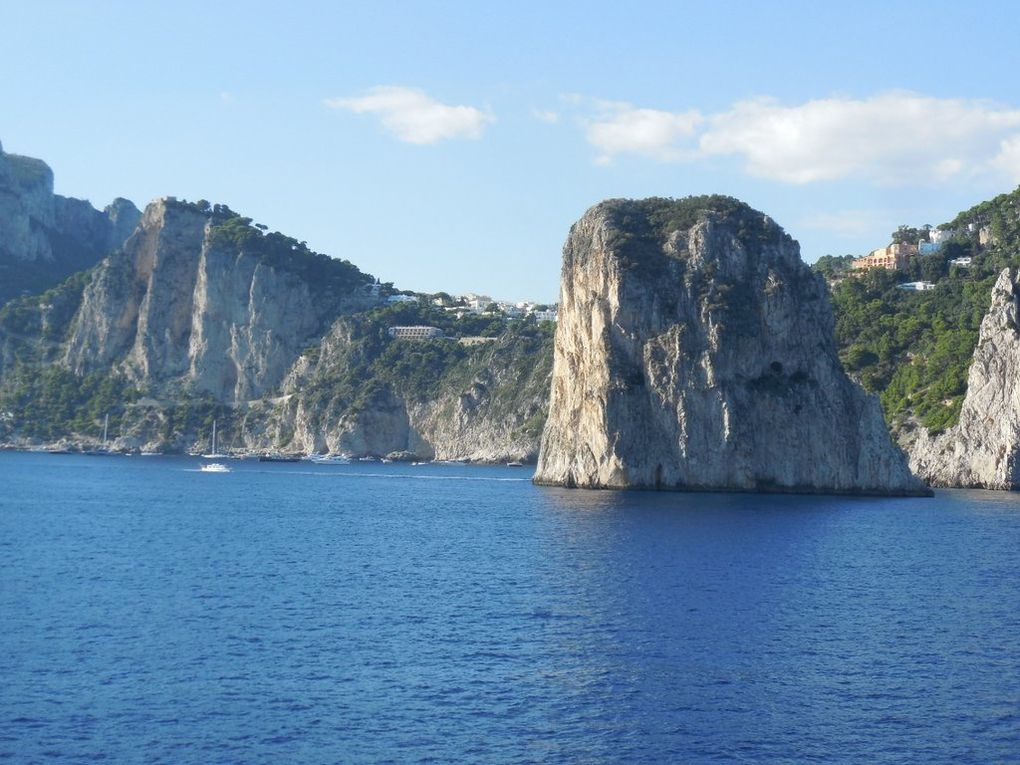 Passage devant Capri le dimanche 30 septembre après le départ de Naples (photos Nicole Blondel)