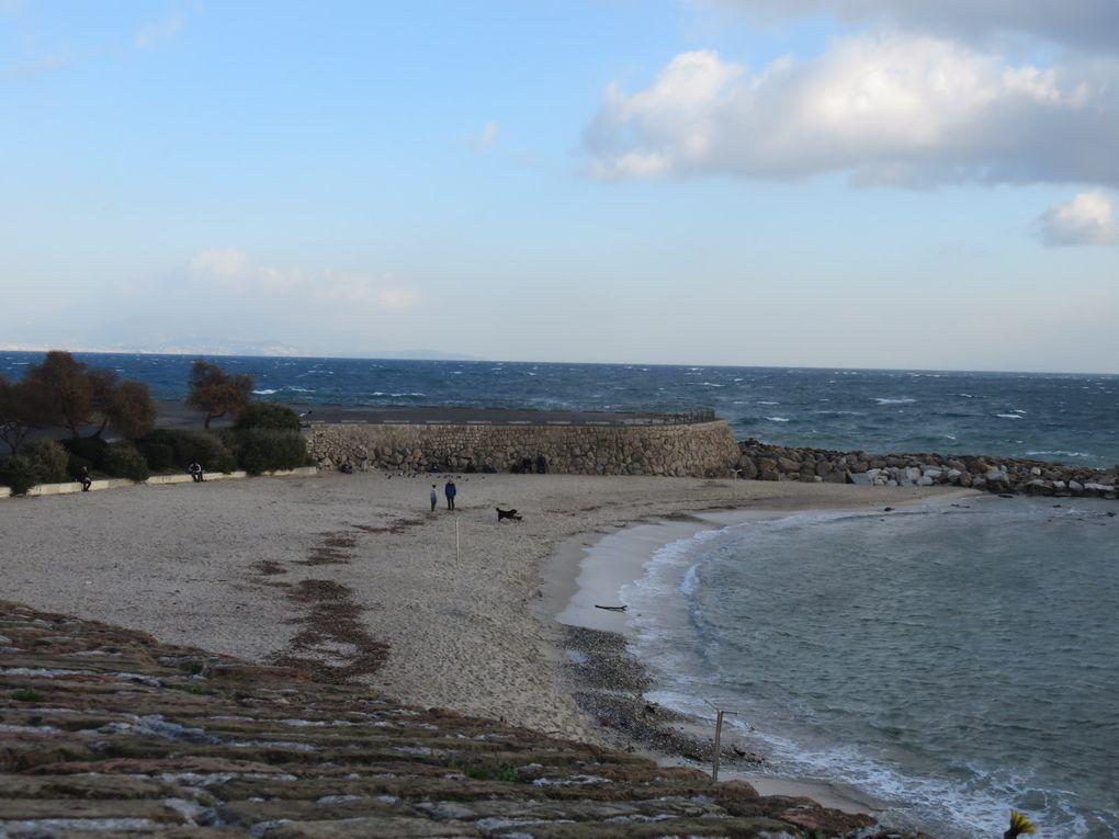 """La plage de la Gravette (sous les remparts), l'ancienne pension Helvetia, la villa """"Pigeon vole"""" (sans nom aujourd'hui)"""