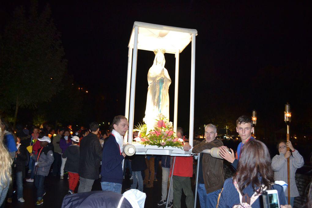 Procession mariale aux flambeaux.