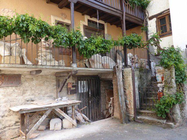 et la maison du sculpteur contemporain  Arturo Nogueira...