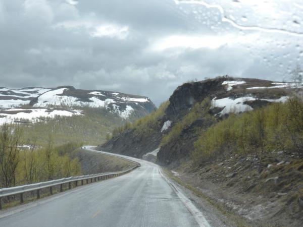En route vers Alta... sur le plateau, la neige, puis le paysage devient de plus en plus verdoyant...