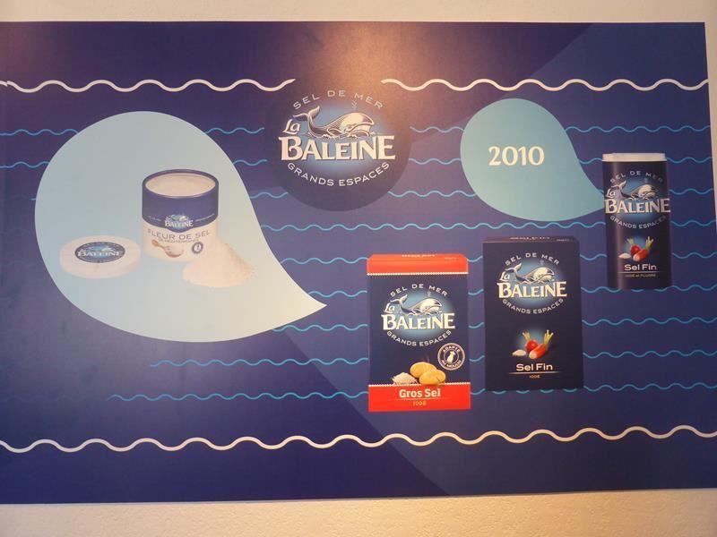 """..&#x3B;et l'évolution des produits et emballages de la marque """"La Baleine""""."""
