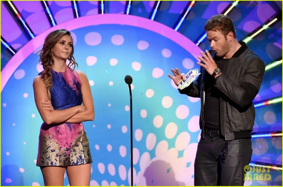 Kellan Lutz et Nina Dobrev aux Teen Choice Awards