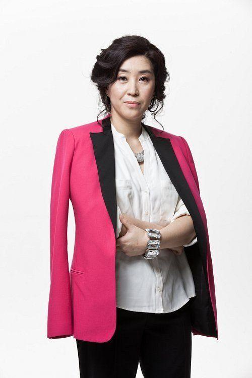 Choi Kang Hee (en pull bleu), Jang Young Nam, Lee Yo Won, Jung Ryeo Won, Lee Yoon Ji, Yoon Yeo Jeong, Shin Min Ah, Kim Mi Gyeong, Lee Su Gyeong, Jang Na Ra, Lee Si Young