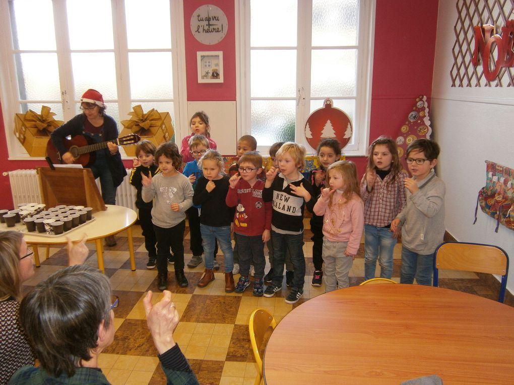 Les enfants de maternelle chantent Noël !