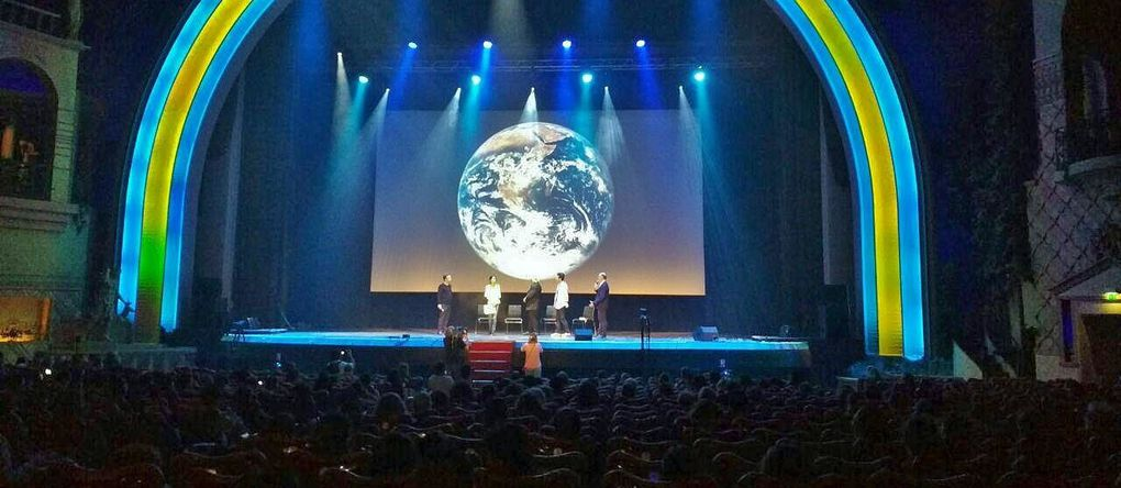Bénédiction de l'eau au Grand Rex à Paris
