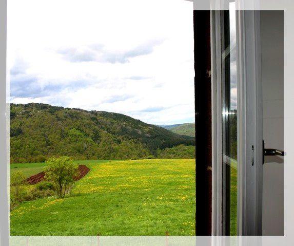 Nouvelles images du gîte de la vallée (N° 2211 pour 7 places, l'autre est le N° 2225 pour 5 pers)suite aux travaux de l'hiver 2012 et quelques uns de nos résidents permanents