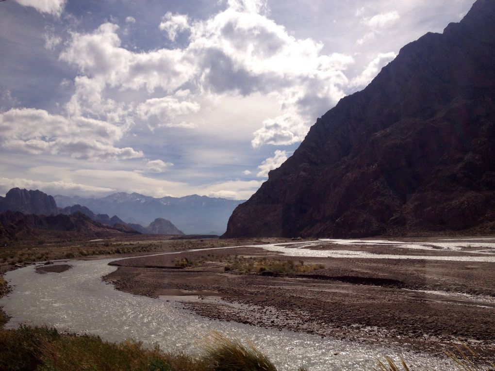 Ruta 7 (mythique, entre Mendoza et Santiago), traversée des Andes. Point culminant de toute la Cordillère: le mont Aconcagua (presque 7000 m...)
