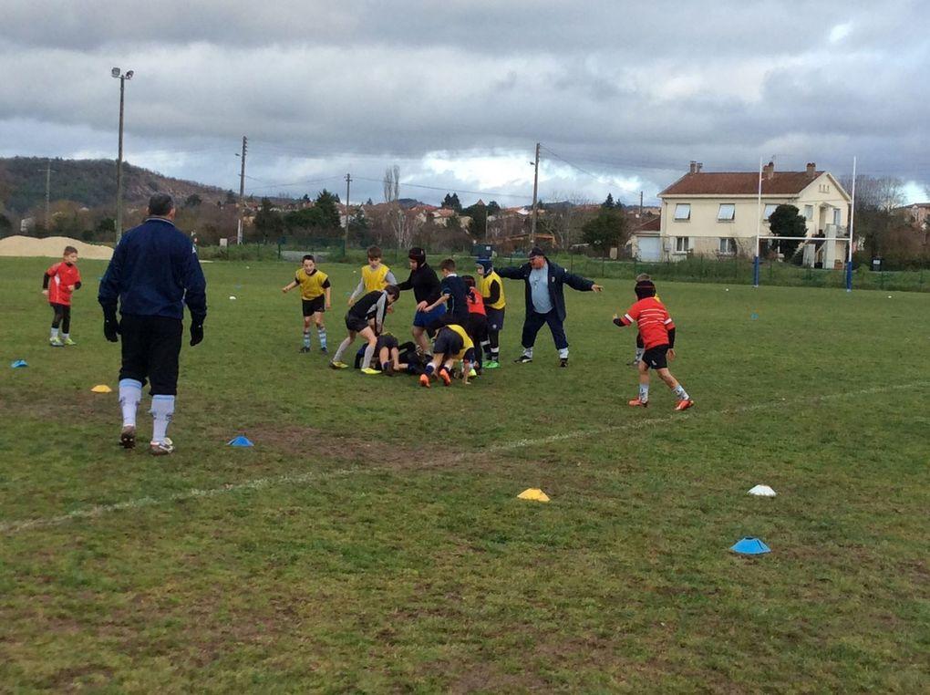 L'école de rugby souhaite à l'ensemble des joueurs et parents une belle année 2016 ! Toutes les équipes étaient au complet samedi dernier sur les terrains d'entraînement pour la reprise ! Souhaitons pour cette nouvelle année, de l'engagement, de la réussite et surtout du plaisir pour nos jeunes petits diables !