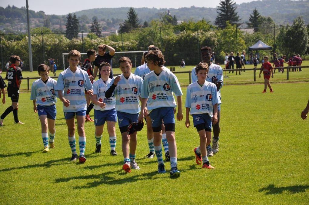 Environ 60 joueurs ont quitté le stade Desprat samedi matin pour rejoindre Figeac et disputer le tournoi Tillet . De nombreuses équipes lotoises étaient présentes, mais également des départements voisins comme Brive et Rodez. Sous un soleil de plomb, les joueurs ont réussi à faire de bons résultats : les M8 se classent 7ème , les M10 sont 3ème, les M12 sont 1er et les M14 second. L'école de rugby a également remporté le trophée de la combativité avec le plus grand nombre d'essais marqués sur la journée. Au classement général nous finissons 2ème derrière Castelnau Montratier. Bravo à tous les joueurs, c'est une belle fin de saison rugbystique !