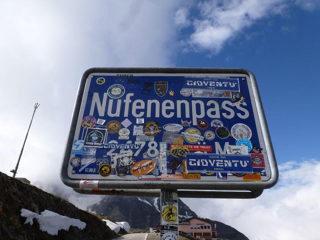 Au sommet - nous entrons dans le canton du Tessin ('Ticino')