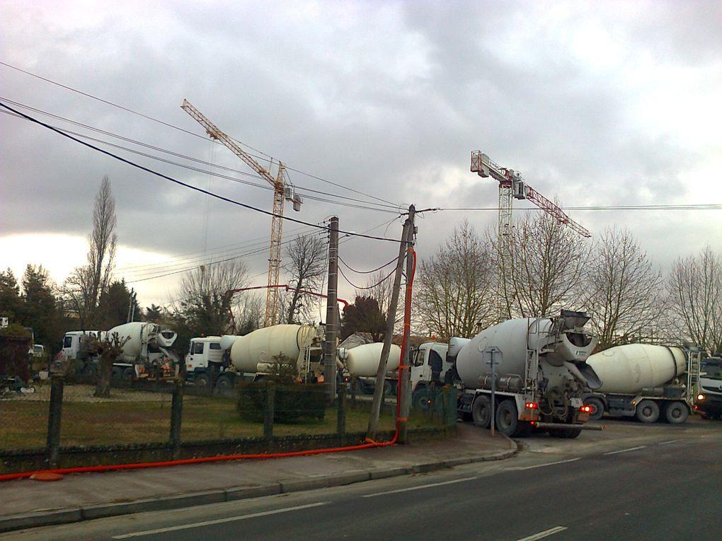 Routes, camion toupies de ciment, extraction de sable et la LGV en action!