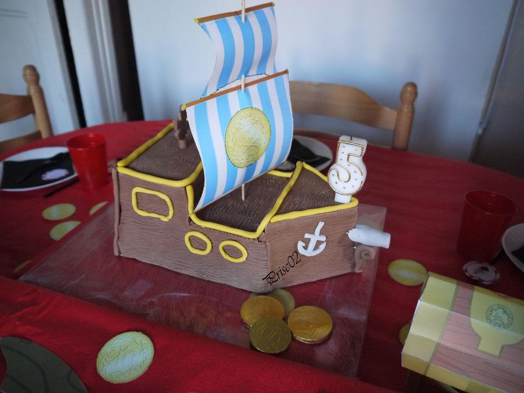 Anniversaire Jake et les pirates : le gâteau bateau