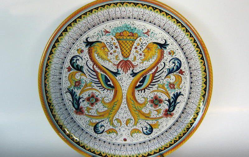 Il Flan di mele del 18° secolo di D. Smith e l'antica Ceramica di Deruta per la tavola