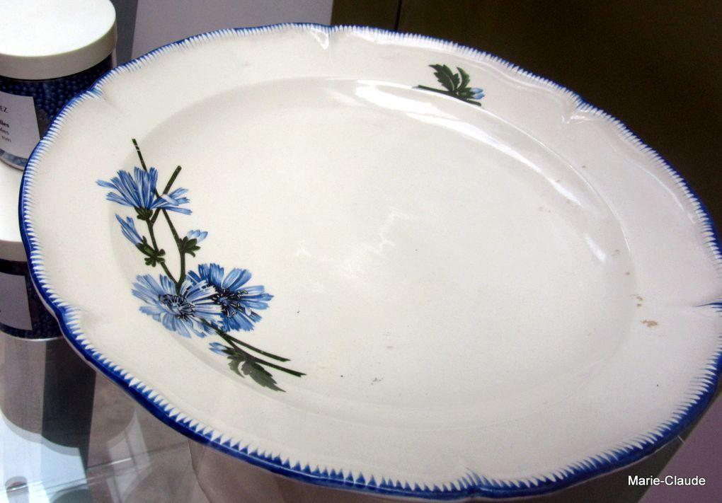 De la vaisselle en l'honneur de cette belle qui faisait la fortune de la famille Leroux