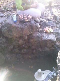 Quelques photos du rituel Abishekam en octobre 2013 foêt de Brocéliande fontaine de Barenton.