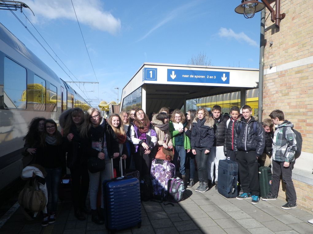Les élèves de 4èmes Comenius en visite à l'école finlandaise intégrent les cours.