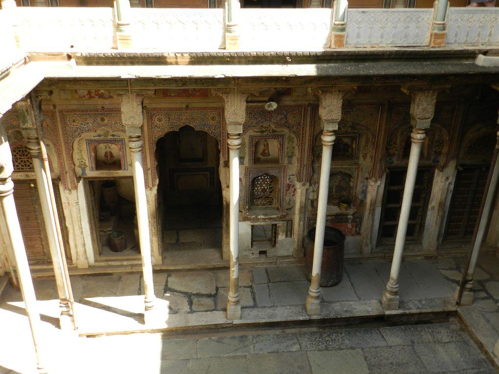1ère photo Hôtel Patan Mahal - Ensuite NAWALGARH : haveli restaurée en hôtel-restaurant - ville - haveli abandonné et son gardien - tour de la ville