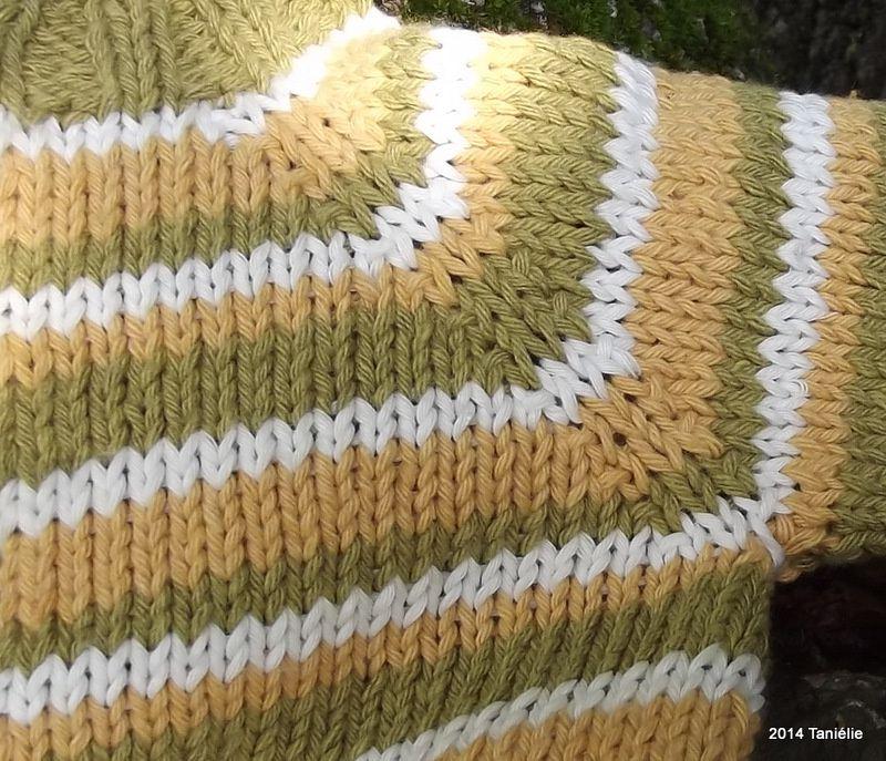 Elie, des rayures d'automne sur un gilet bébé en coton