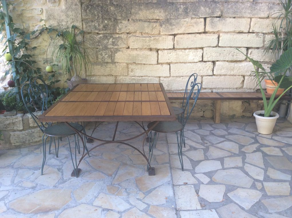 Réalisation Table de jardin couteaux hirondelle acier et bois
