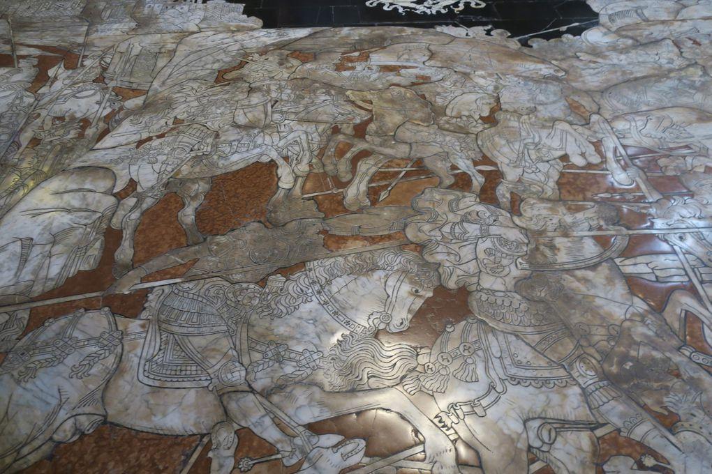 La bibliothèque - la marqueterie de marbre qui couvre le sol de la Cathédrale . Les fonts Baptismaux une pure merveille