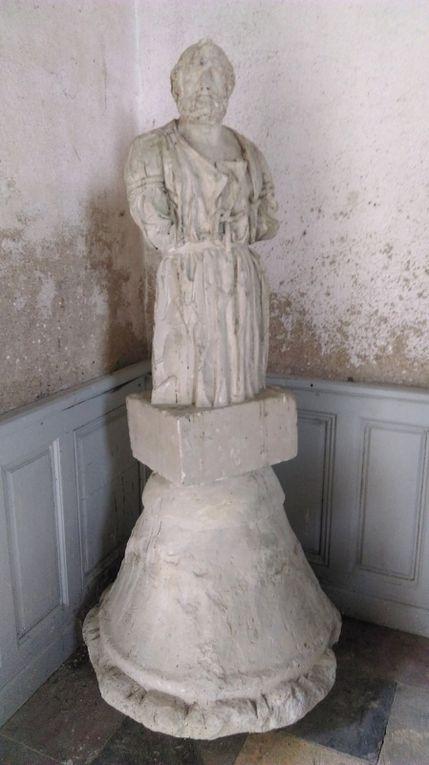 Autel de la chapelle Saint Antoine et Saint Marc &#x3B; Arrestation d'André Ripoche en 1794  au Bas Briacé.