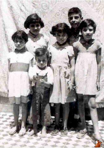 A :Esther compagnie de sa Maman Clara O., son  jeune frère David O, alors jeune Scout, et Clémentine. - B: Rachel, Liliane, Yvonne, Jacqueline et Armand O.