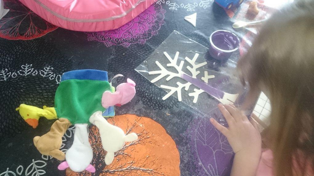 cadeaux pour la fete des mamans : cadre photo coeur , plateau avec photo , pot pourri papier maché , arbre a bijoux