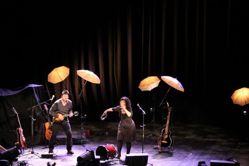 """Thierry Chazelle et Lili Cros en concert au Siroco de St romain de Colbosc dans le cadre du festival""""voix d' guitares"""" le 12 octobre 2013"""