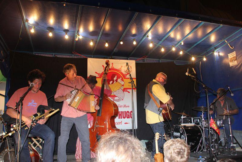 Strand Hugg en concert à St Martin de Bréhal le 01-08-2014