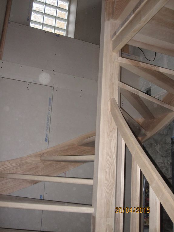 Escalier sur 2 étages, par Menuiserie le Bois des Huiles, Fabricant escalier - portes - meubles...