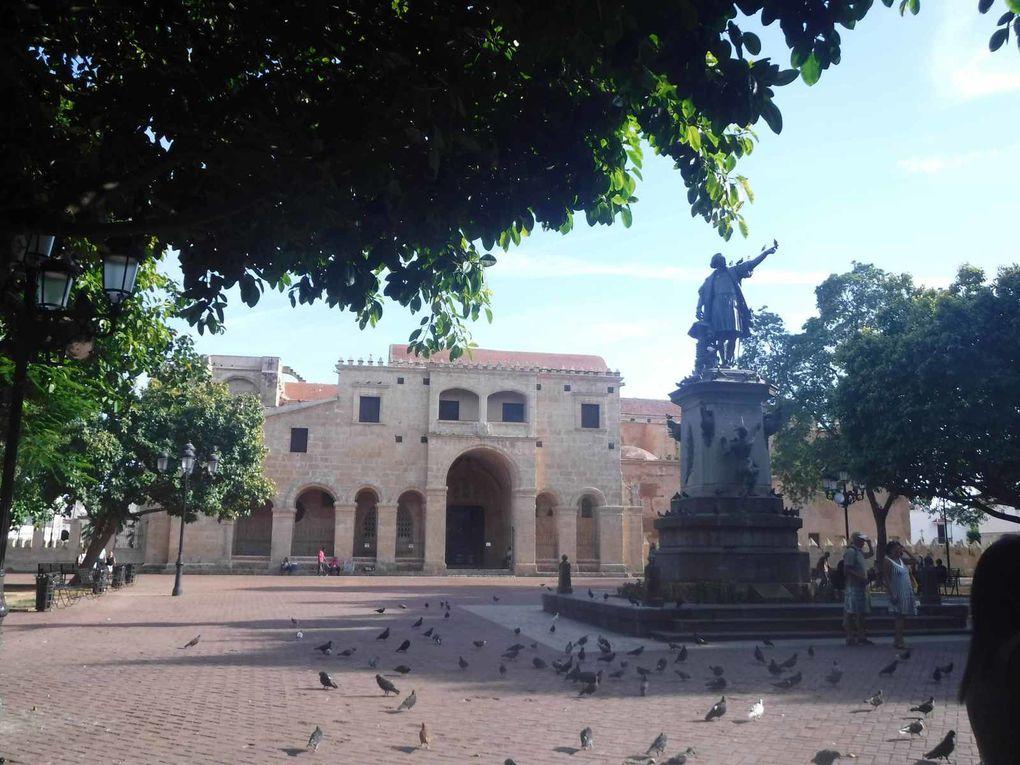 Parque  Colon -  Catedral de Santo Domingo : Primada de America