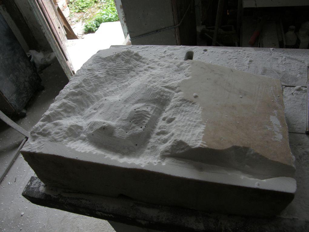 3 vues du marbre en cours de sculpture